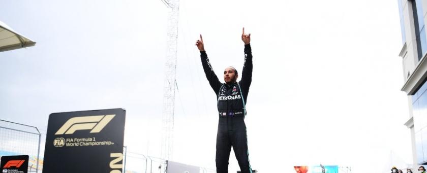 密尔顿第七次夺得F1年度车手总冠军头衔 与梅赛德斯车队谈判会在赛季结束后展开